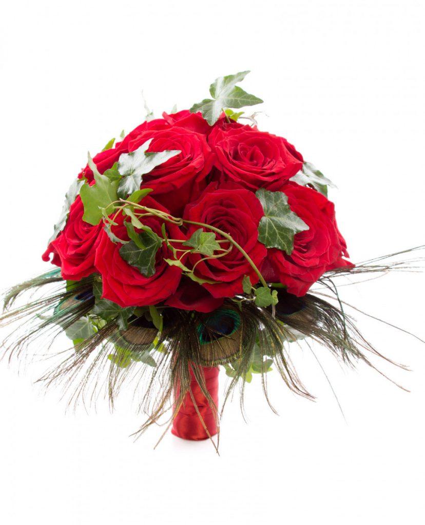 Buchet de mireasa trandafiri rosii si pene de paun